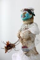 L'éveil, mannequin de couture, robe de mariée en organza, brûlée avec ajout de cerne relief, 66 cm x 122 cm x 137 cm, 2017-2019